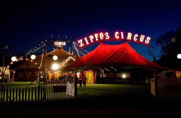 Zippos-Circus-by-night