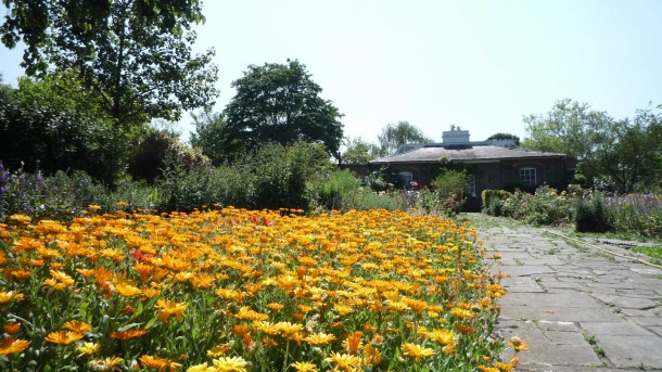brockwell-park,-walled-gard