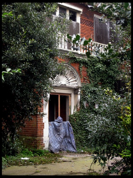 Clinton House, Palace Road, before the fire. Picture by Ronnie Hackston on Flickr