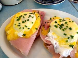Cafe P eggs benedict