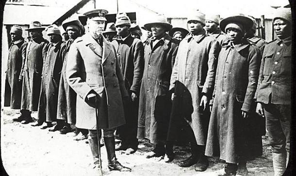 Gen Smuts inspecting African labourers