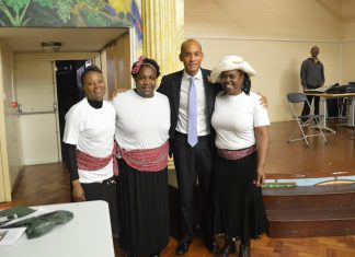 """MP Chuka Umunna with three women performers from the play """"Linstead Market"""