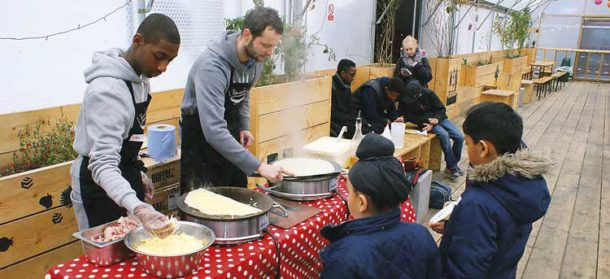 L'Amuse Bouche teaches local pupils how to make crepes