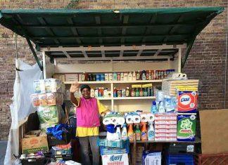 Market trader Ena with het refurbished barrow