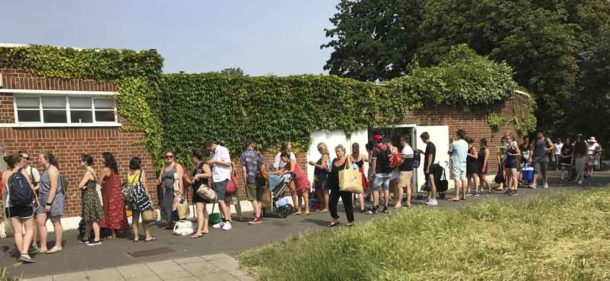 Queuing for the Lido