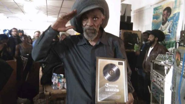Jah Shaka with his award