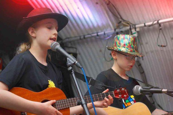 Children play guitars