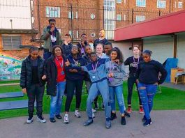 Students on Princes Trust course at Lambeth College help make over Early Years centre