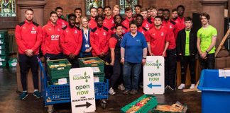30 Palace players and staff at Foodbank