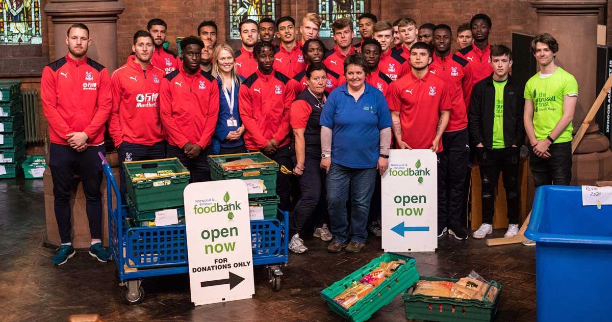 30 Palace players and staff at Foodbank