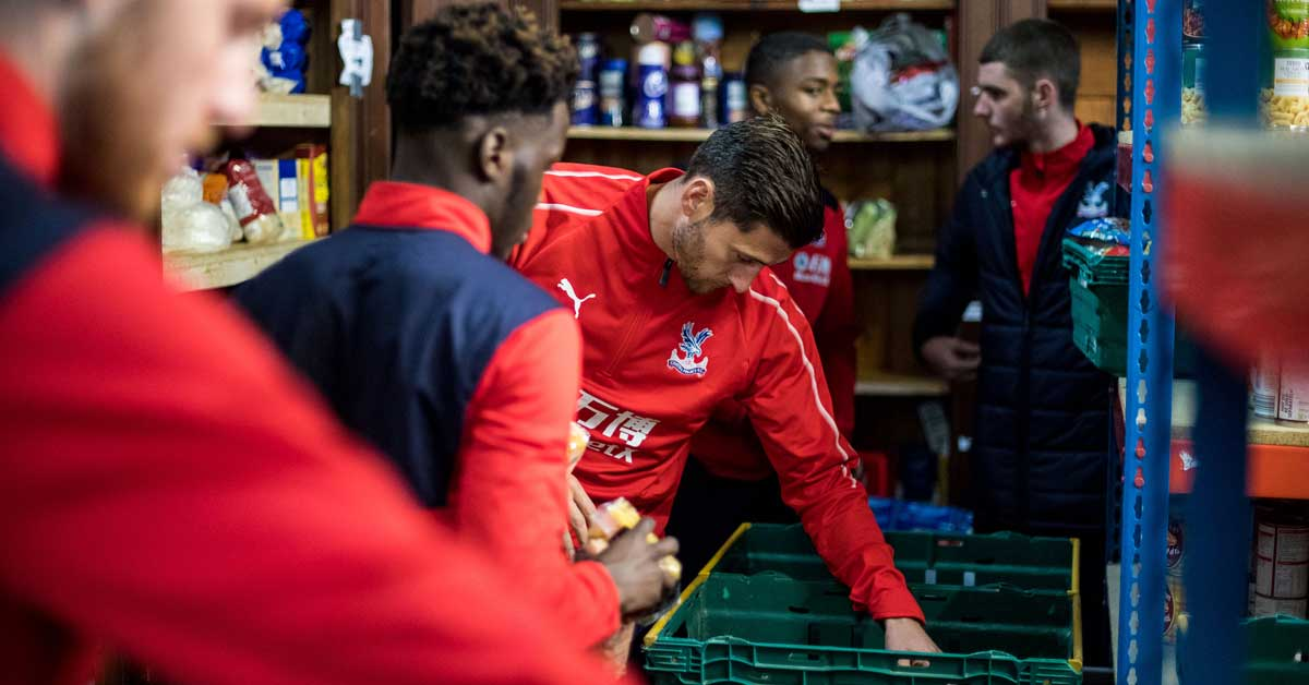 Crystal Palace players and academy help at Foodbank