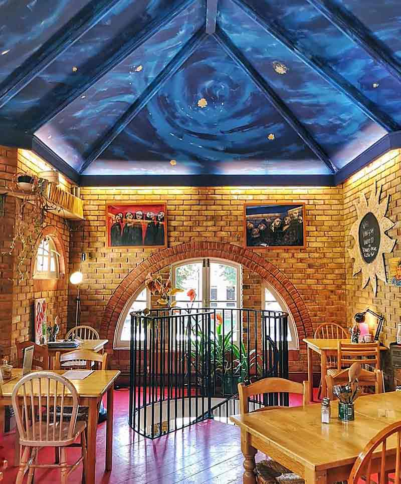 Café Van Gogh interior