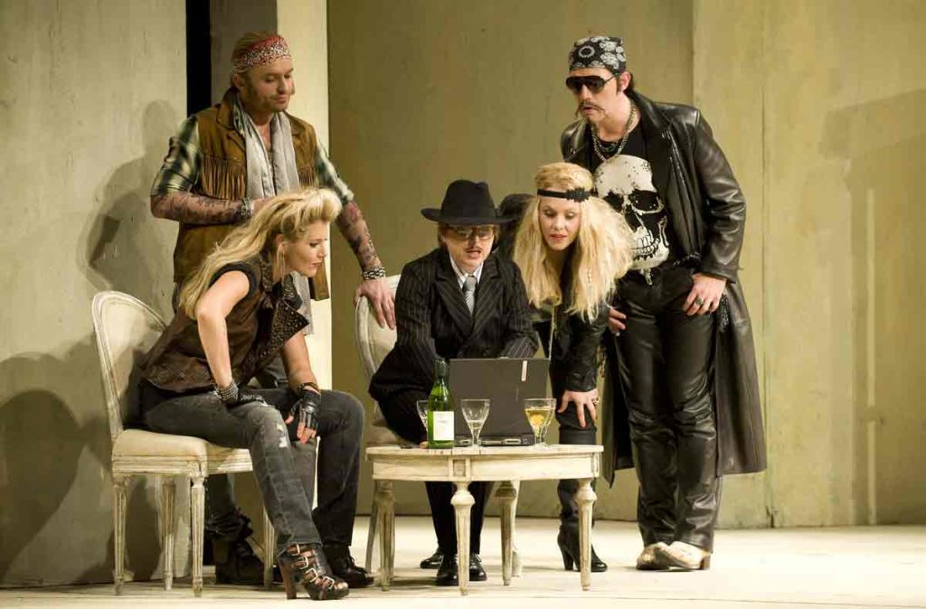 The ROH 2010 production of Mozart's Cosi fan tutte © Mike Hoban