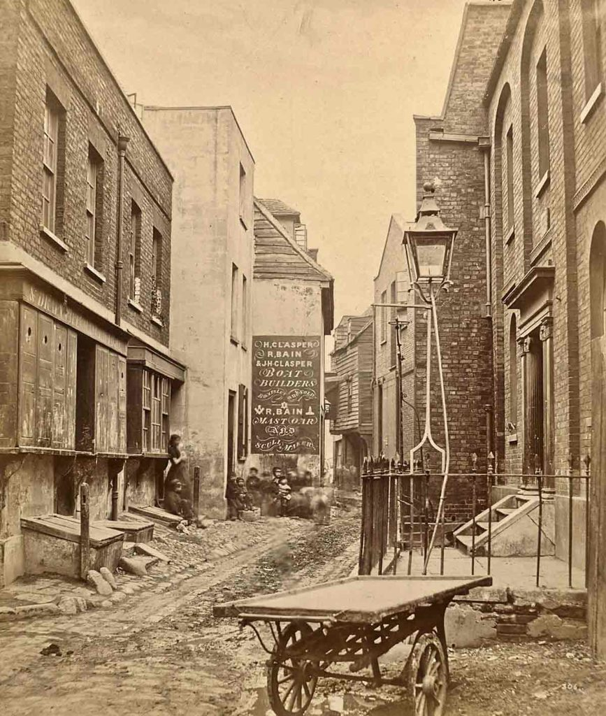 Fore Street, Lambeth, in 1865 by William Strudwick<br /> © Victoria and Albert Museum, London