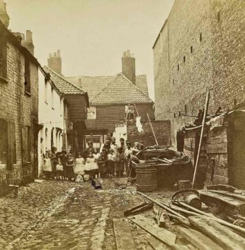 Fore Street, Lambeth, in 1865 © Victoria and Albert Museum, London