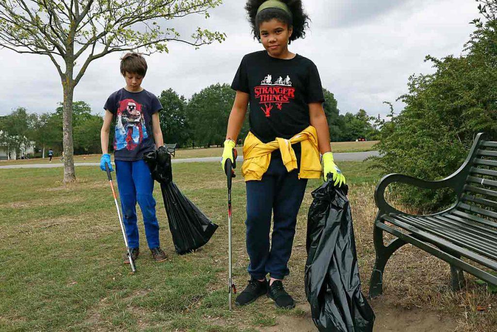 children picking up litter