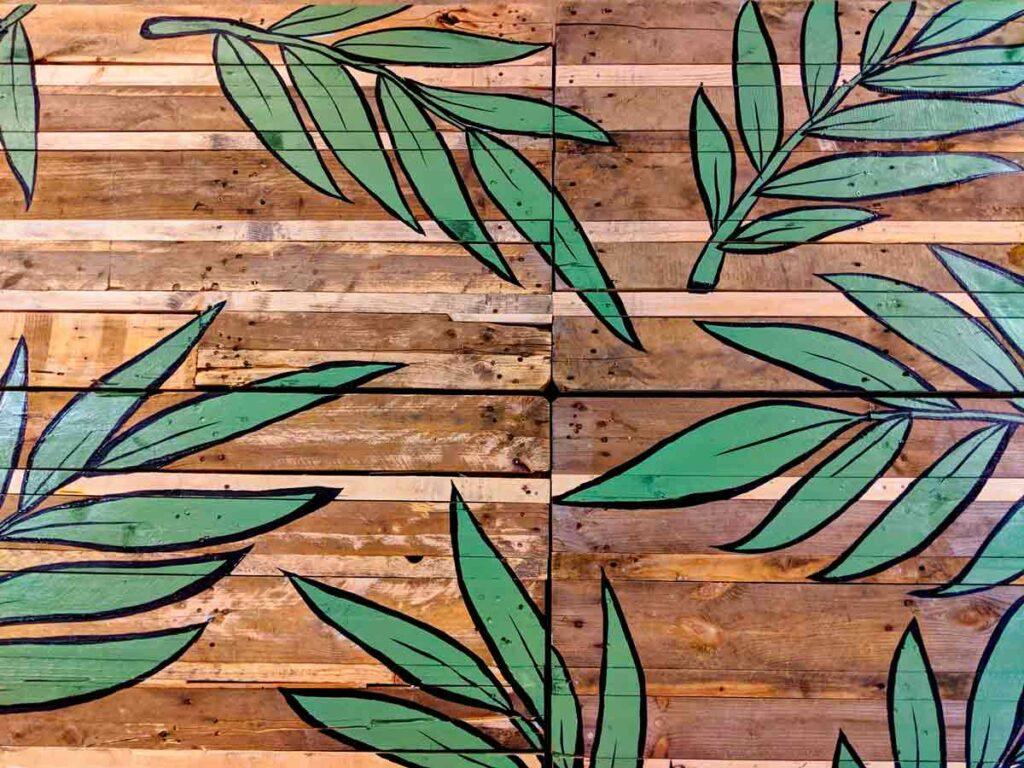 jungle design on wooden pallets