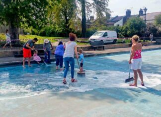 volunteers clean paddling pool