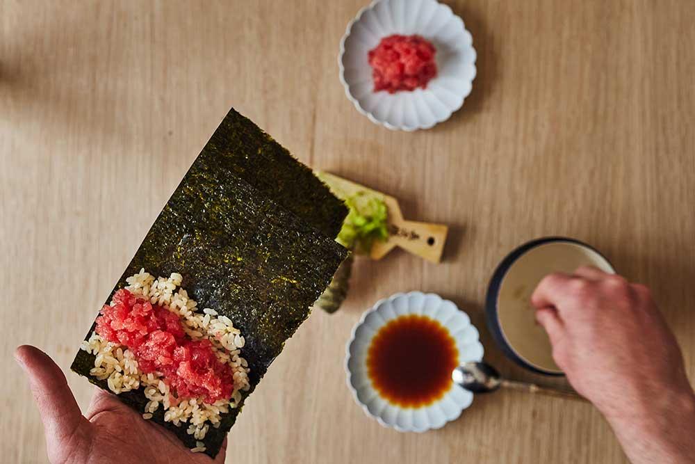 hand rollong sushi
